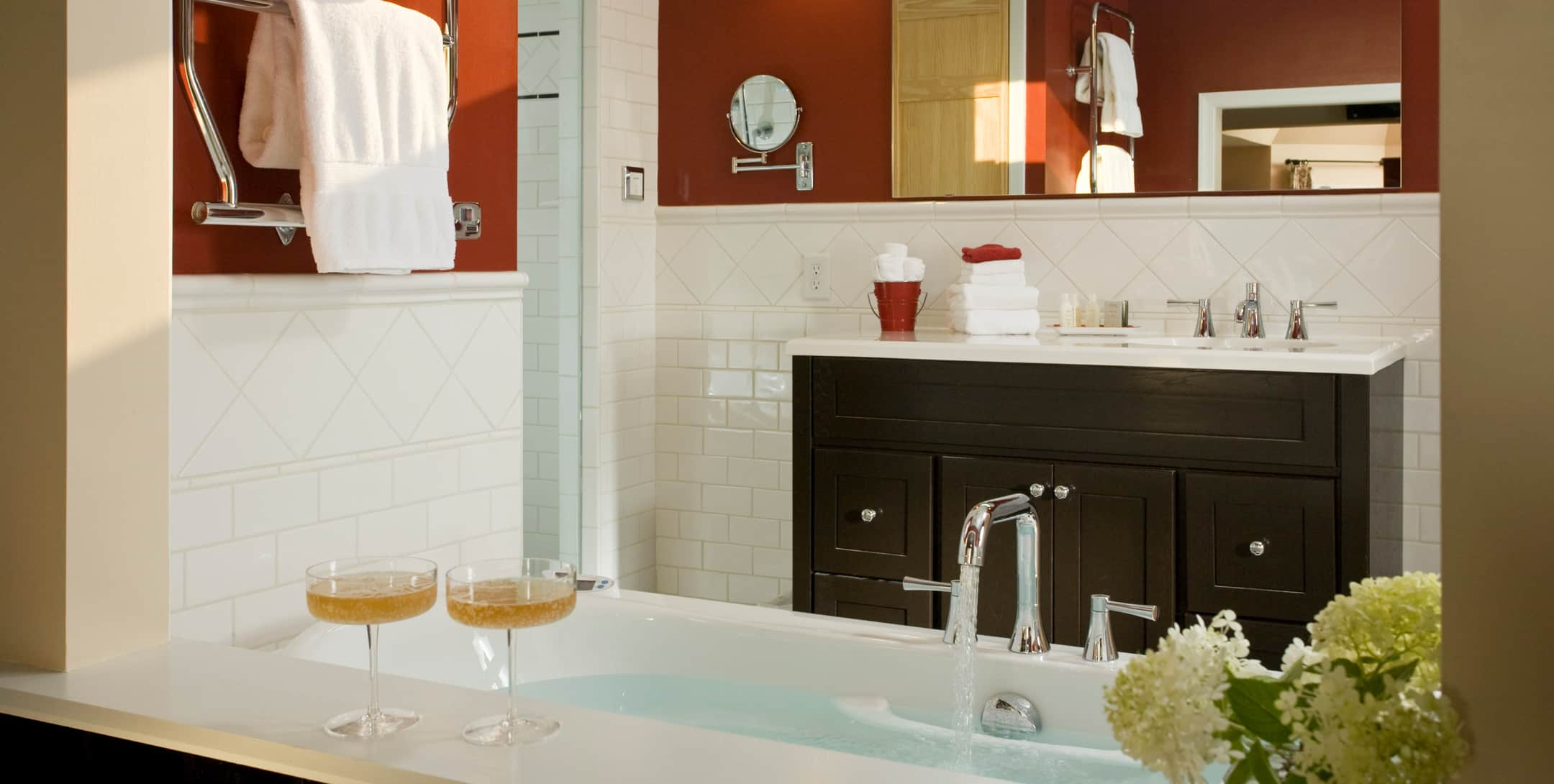Marley's Cottage bathroom with large jetted tub