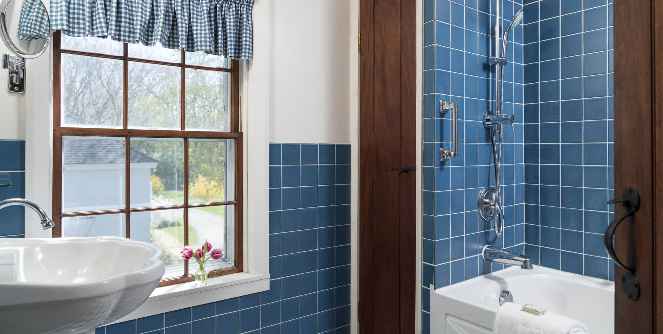 Bathroom with tub/shower combo in the Fairy Hill Suite at Brampton Inn