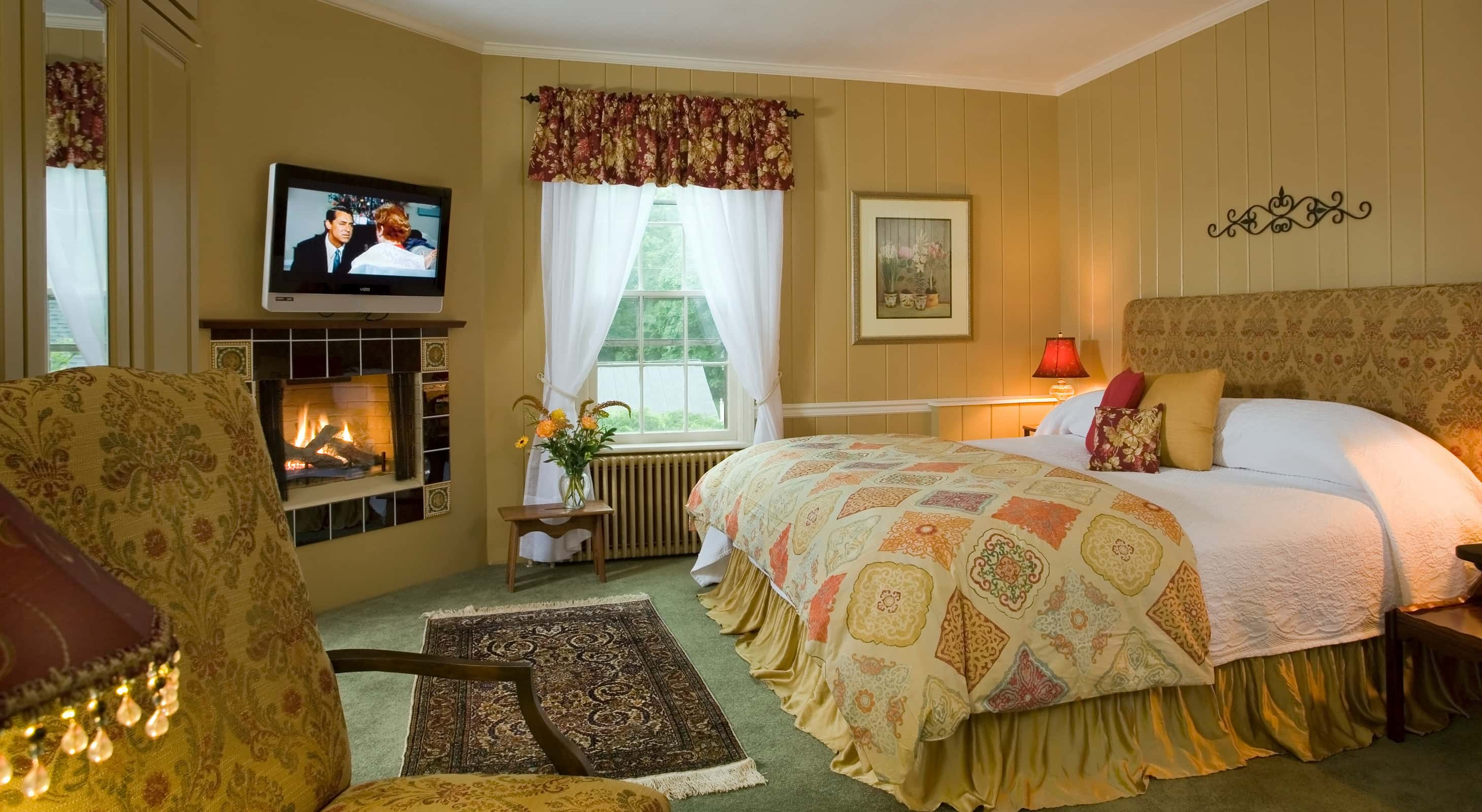 Poppy's Retreat King Bed - Romantic accommodations in Chestertown
