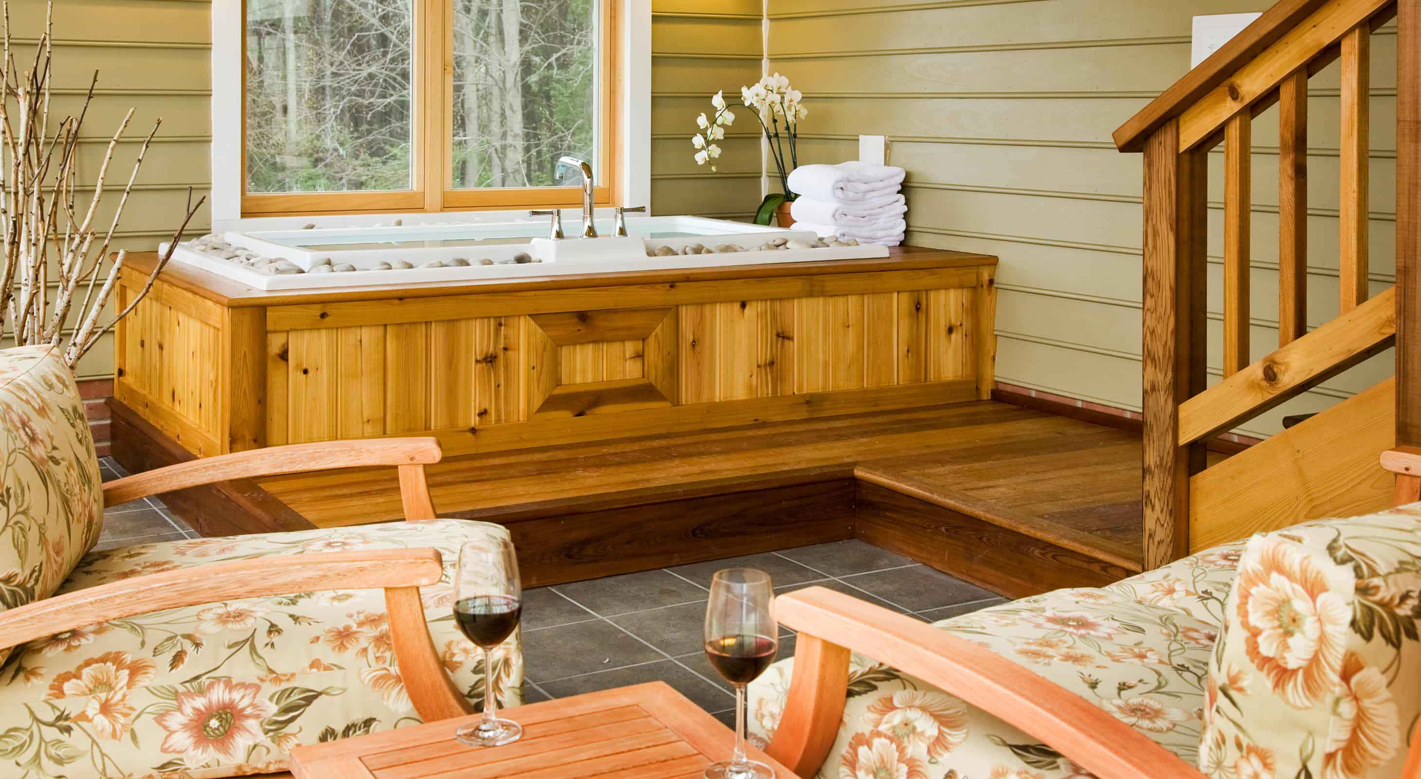 Mulberry Cottage tub and seating area with wine