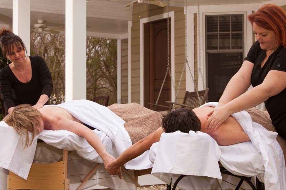 Couple getting tandem massage