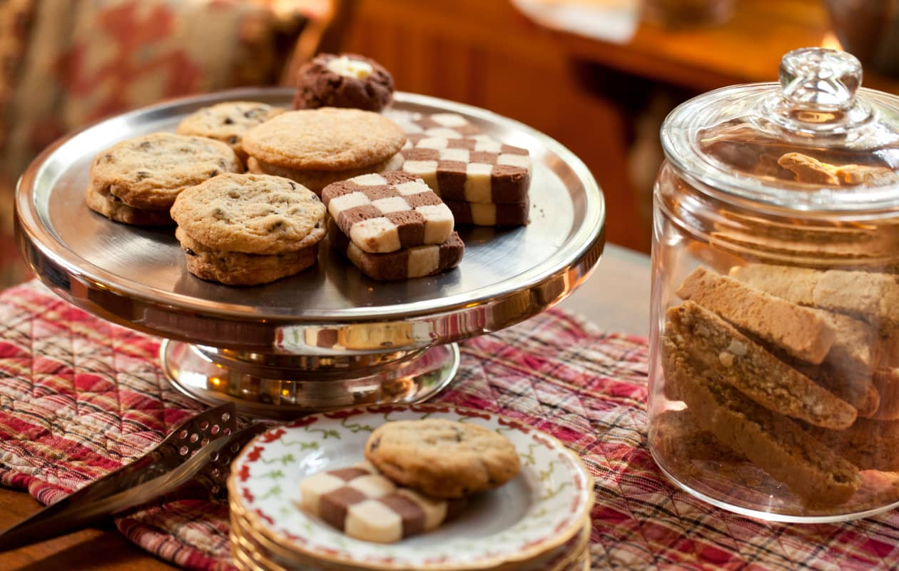 Fresh baked cookies and tea served at Brampton Inn