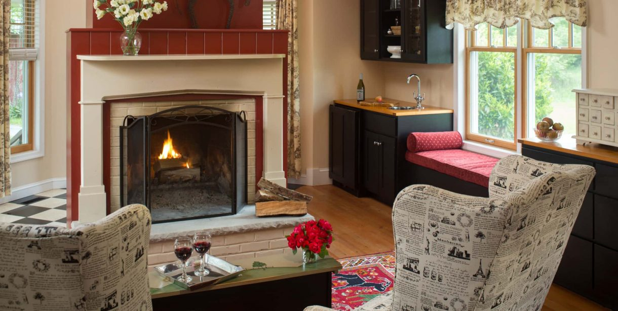 Fairlee Cottage fireplace and seating area