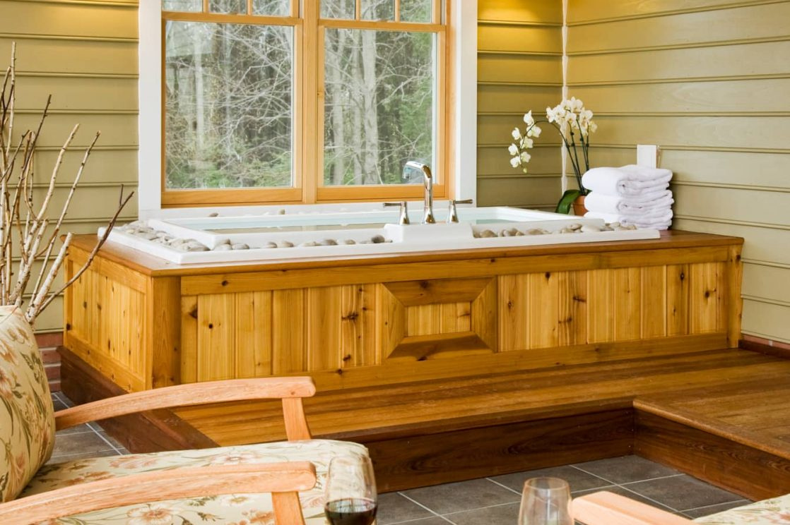 Large soaking tub in the Mulberry Cottage