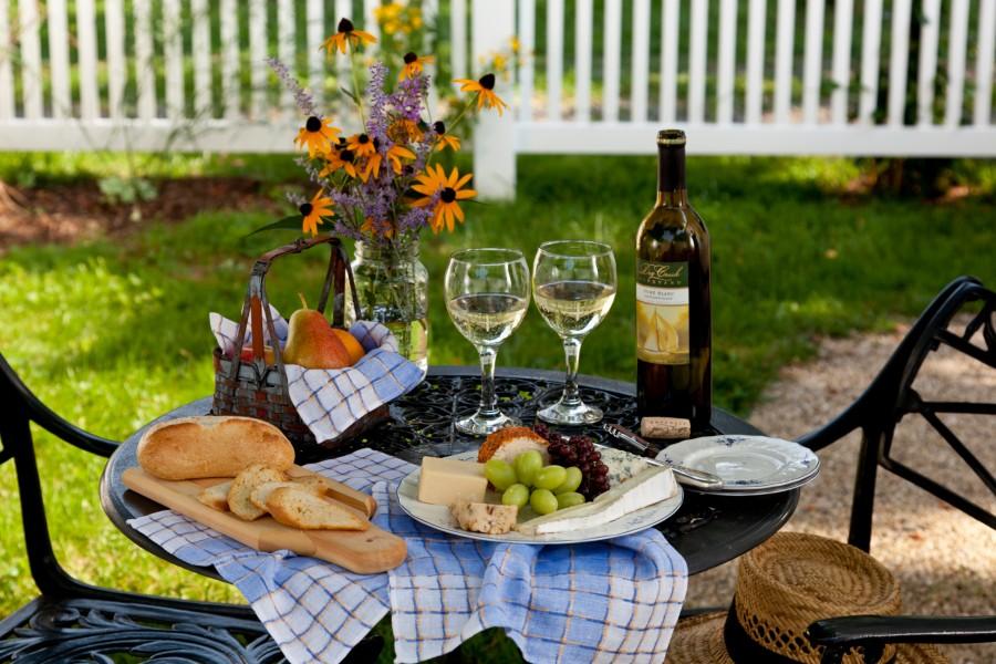 Enjoy Wine, Bread, Cheese & Fruit on a Romantic Maryland Getaway