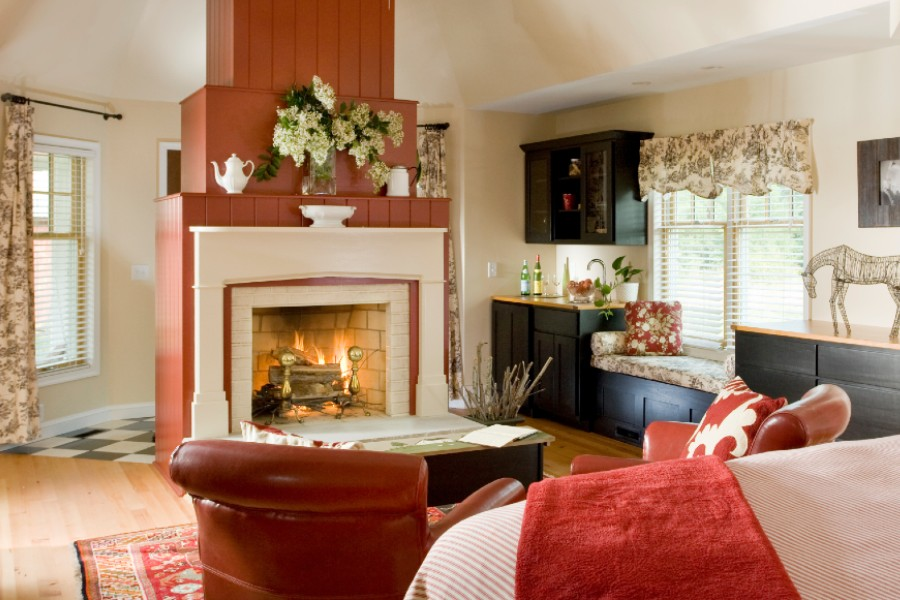 Cozy Fireplace Cottage on Romantic Getaway in Maryland