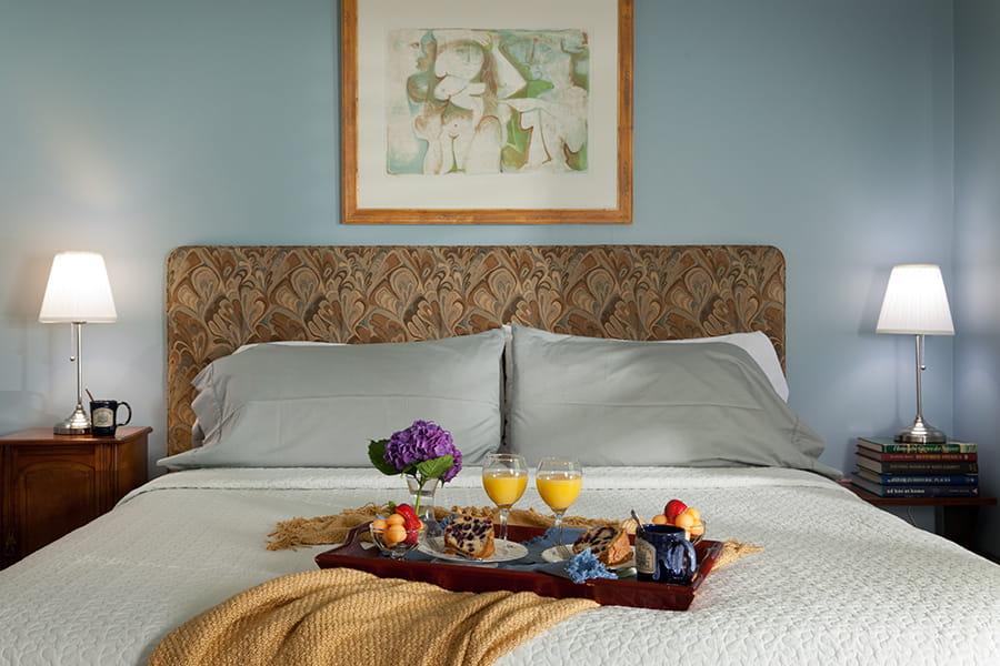 Camelia Cottage bedroom with breakfast