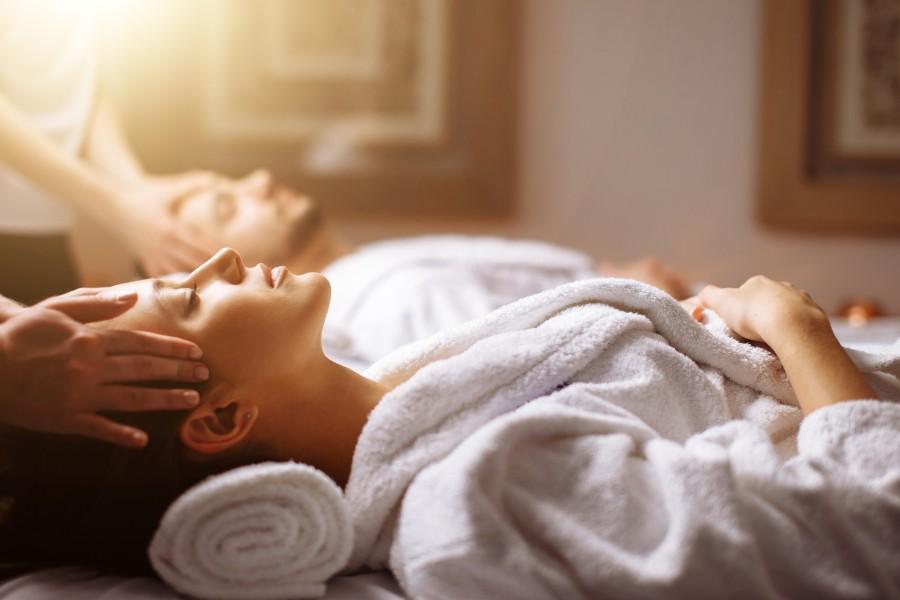 Couples facial massage on Maryland getaway